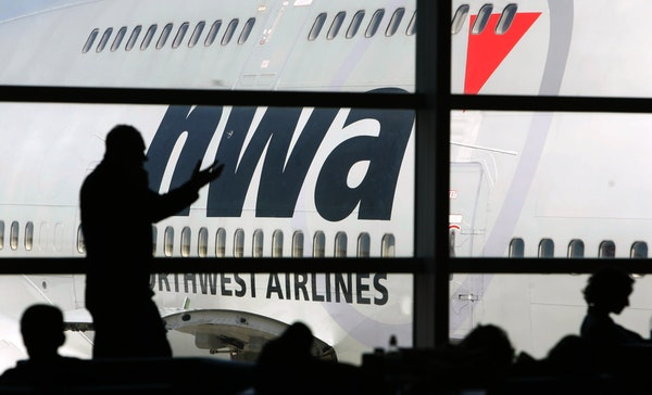 Passengers rating the airline industry put Northwest Airlines in the middle of the pack.