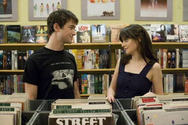 """In this film publicity still released by Fox Searchlight, Joseph Gordon-Levitt, left, and Zooey Deschanel are shown in a scene from """"500 Days of Summe"""