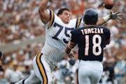 Sans helmet, Vikings defensive tackle Keith Millard went after Bears quarterback Mike Tomczak at Soldier Field in 1988.