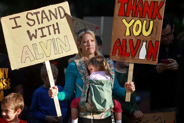 Susie Zahratka joined a rally to support farmer Alvin Schlangen outside the Hennepin County Courthouse last week.