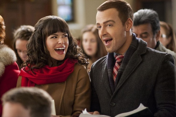 """Emily Hampshire and Joey Lawrence in """"Hitched for the Holidays"""" on the Hallmark Channel."""