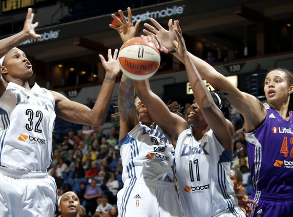 Rebekkah Brunson (32), Seimone Augustus (33), and Amber Harris (11), fought for a rebound with Brittney Griner (42) in the first quarter.