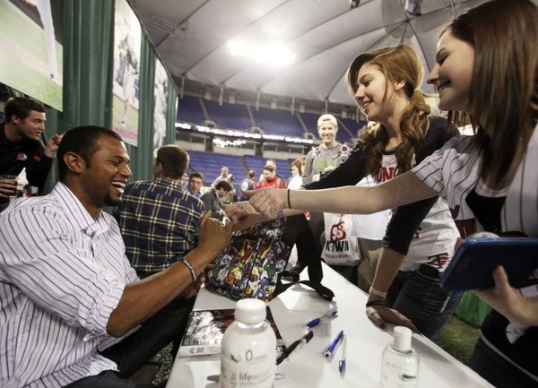 Aaron Hicks signed autographs for fans at Twinsfest.