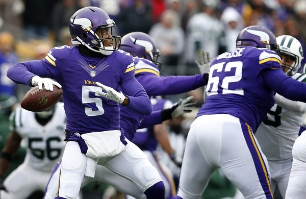 Vikings quarterback Teddy Bridgewater (5) attempted a pass in the fourth quarter.