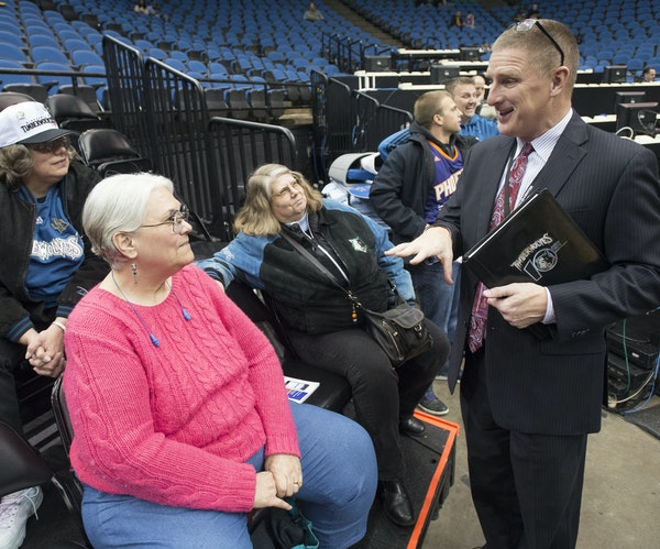 Jeff Munneke, the Wolves vice president of fan experience and basketball academies, chatted with longtime season-ticket holders, from left, Laura Kisl