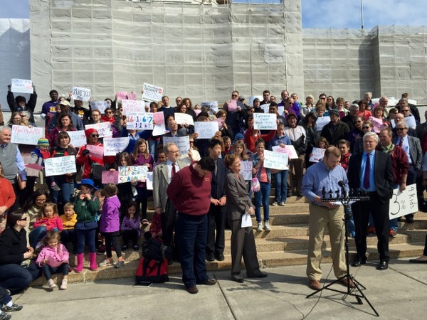 Teachers, DFL House members rally against GOP education bill