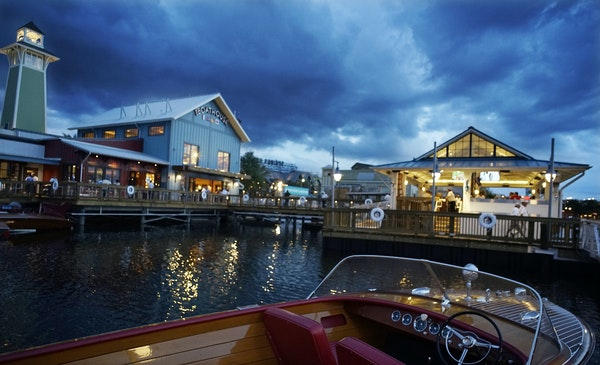 Minnesota entrepreneur Steve Schussler's newly opened Boathouse is a high-end dinner destination.