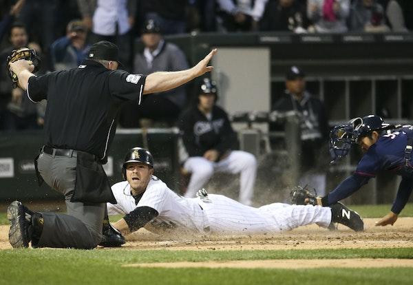Chicago White Sox's J.B. Shuck scores on an RBI double by Geovany Soto during the fourth inning against the Minnesota Twins at U.S. Cellular Field i