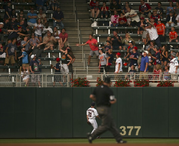 Twins left fielder Shane Robinson watched Ian Kinsler's first-inning home run fall into the stands. For Kinsler, the game's first batter, it was h