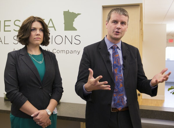 Minnesota Medical Solutions CEO/founder Dr. Kyle Kingsley, right