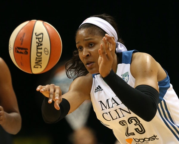 Lynx guard Maya Moore passed the ball out for a fast break during the first half of Friday's win over the Sky.