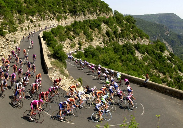 The pack speeds down a pass during the 2002 Tour de France cycling race between Lodeve and Mont Ventoux in the south of France.
