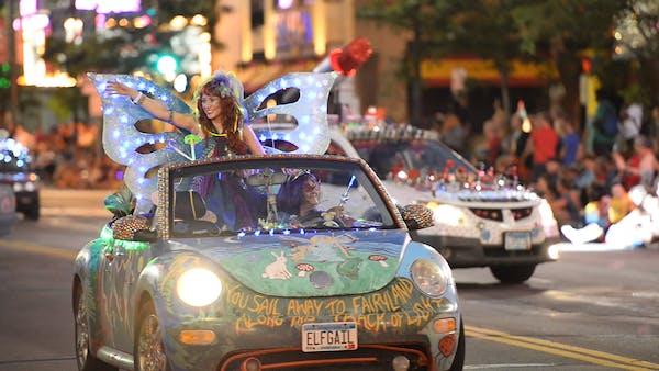 Minneapolis' Aquatennial torchlight parade glows