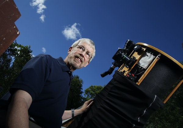 Richard Hudson, the man behind several PBS kids' science programs, is also an amateur astronomer who observes the night sky with a 14.5-inch Dobsoni