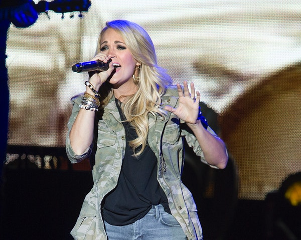 Carrie Underwood performs to a sold-out crowd at the Minnesota State Fair in Falcon Heights August 29, 2015.