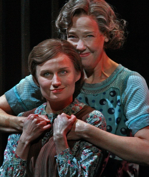 """Tracey Maloney as Laura and Harriet Harris as Amanda rehearsed a scene from """"The Glass Menagerie"""" at the Guthrie Theater in downtown Minneapolis."""