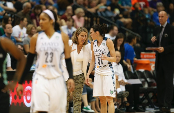 Lynx coach Cheryl Reeve spoke with guard Anna Cruz (51) as the team came out of a fourth-quarter timeout Sunday night during a 75-71 loss to the New Y