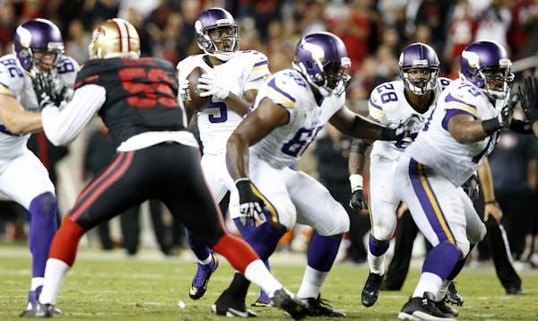 Minnesota Vikings quarterback Teddy Bridgewater (5) was protected by Minnesota Vikings Kyle Rudolph (82), Adrian Peterson (28) offensive lineman T.J.