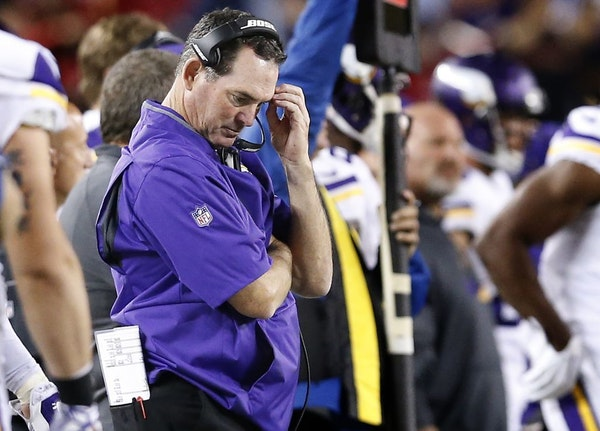 Vikings head coach Mike Zimmer in the fourth quarter.