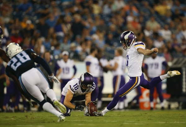 With Vikings punter Jeff Locke holding, kicker Blair Walsh missed a 48 yard field goal attempt in the first quarter Thursday night.