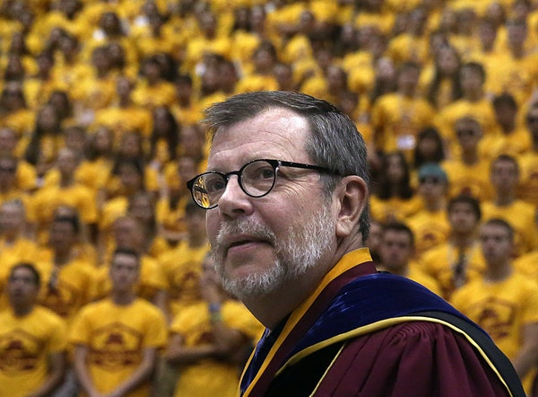 U President Eric Kaler entered a sea of maroon and gold last week at Mariucci Arena to welcome 5,000 incoming freshmen.