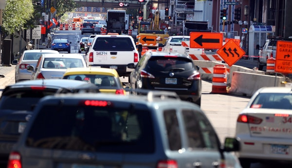 Heavy traffic on 4th street due road construction continued to cause delays in downtown Monday September 21, 2015 in Minneapolis, MN. ] Jerry Holt/ Je