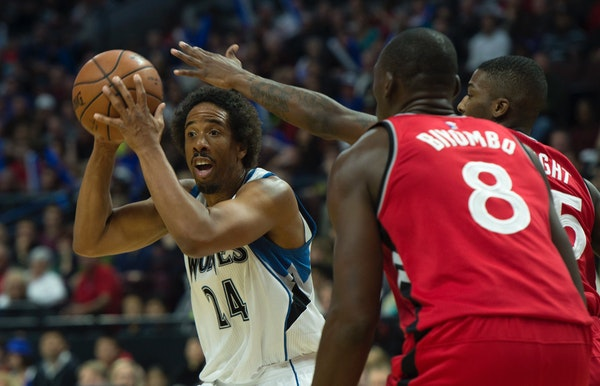 Minnesota Timberwolves guard Andre Miller looks to pass the ball under pressure from Toronto Raptors guard Delon Wright and forward Bismack Biyombo du