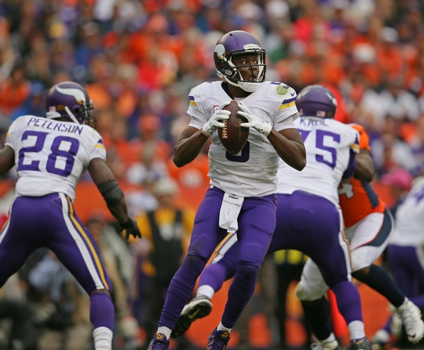 Vikings quarterback Teddy Bridgewater looked downfield in the third quarter against the Broncos on Sunday.