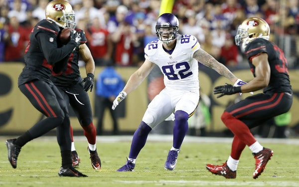 Kyle Rudolph (82) against the 49ers.