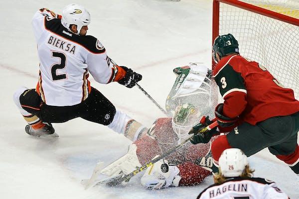 Minnesota Wild goalie Devan Dubnyk (40) made a tough save off a shot by Anaheim Ducks defenseman Kevin Bieksa (2) in the first period.