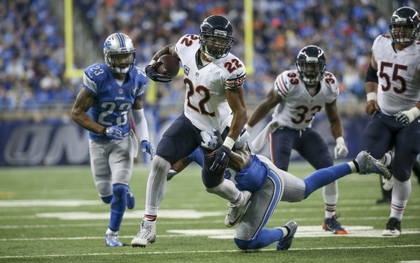 Running back Matt Forte (22) is one of the veterans on the retooled Bears. He has rushed for 507 yards and caught 21 passes for 191 yards this season.