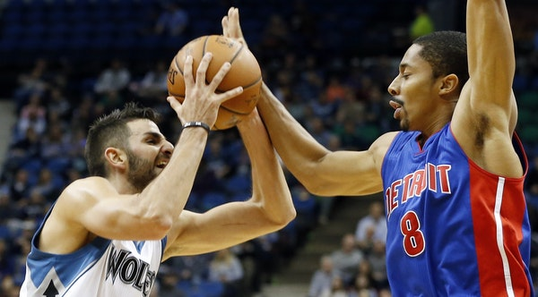 Minnesota's Ricky Rubio, left, runs into the defensive efforts of Spencer Dinwiddie in the first quarter Friday