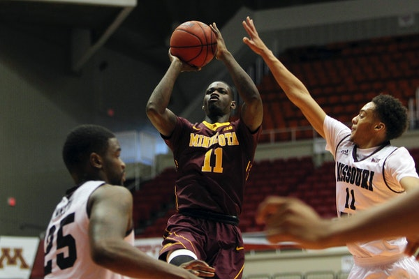 Minnesota guard Carlos Morris, center, goes to the basket against Missouri St. guard Jarred Dixon, right, and teammate Jordan Martin, during the Puert