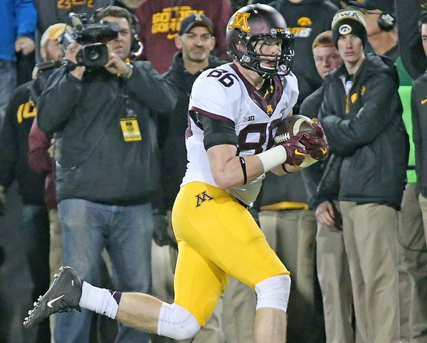 Minnesota's tight end Brandon Lingen carried the ball across the end zone for a touchdown in the second quarter against Iowa.
