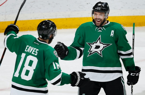 Patrick Eaves (18) and Vernon Fiddler (38) celebrated a goal by Eaves in the second period.