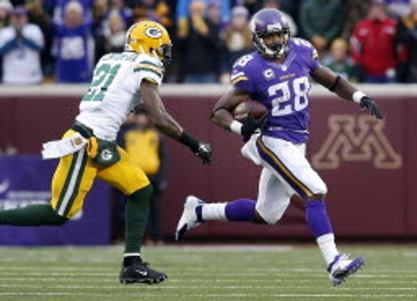 Vikings running back Adrian Peterson ran during the first quarter against the Packers on Nov. 22.