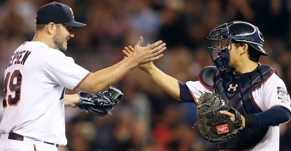 Twins relief pitcher Kevin Jepsen celebrated a victory with catcher Kurt Suzuki.