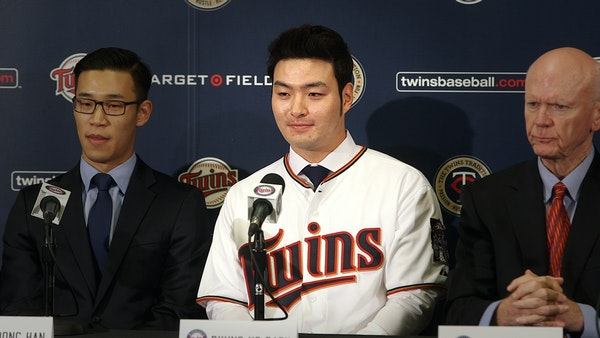 Byung Ho Park sits between Twins general manager Terry Ryan and Jae-Woong Han, his interpreter, at Wednesday's press conference.