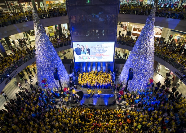 Thousands gathered in the Mall of America rotunda to honor the late Zach Sobiech and children sick with cancer and other serious illnesses. More than