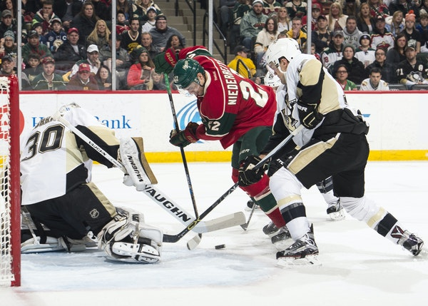 Wild right wing Nino Niederreiter was unable to score on Penguins goalie Matt Murray during a power play in the second period.