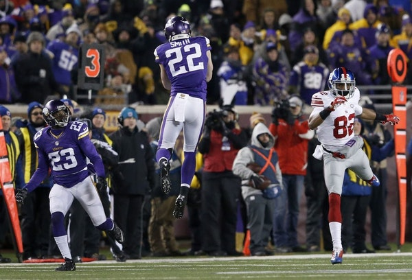 Vikings safety Harrison Smith (22) intercepted an Eli Manning pass and returned it 35 yards for a touchdown against the Giants on Sunday.