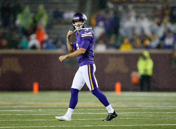 Blair Walsh reacts after missing a 38-yard field goal attempt.