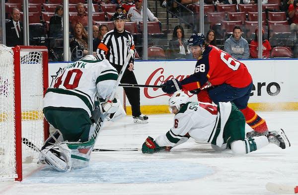 Florida Panthers forward Jaromir Jagr (68) scores a goal past Minnesota Wild�s goaltender Devan Dubnyk (40) during the first period of an NHL hockey