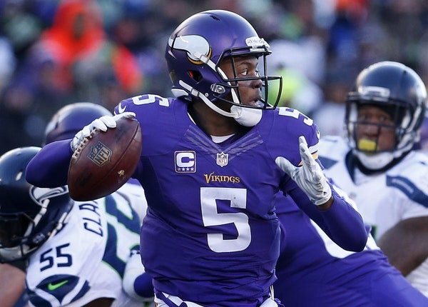 Teddy Bridgewater (5) attempted a pass in the fourth quarter.