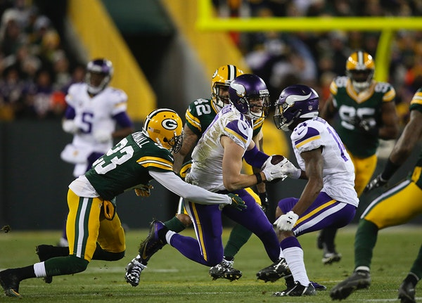Vikings wide receiver Adam Thielen (19) helped set up a field goal with a 16 yard reception in the second quarter Sunday night.