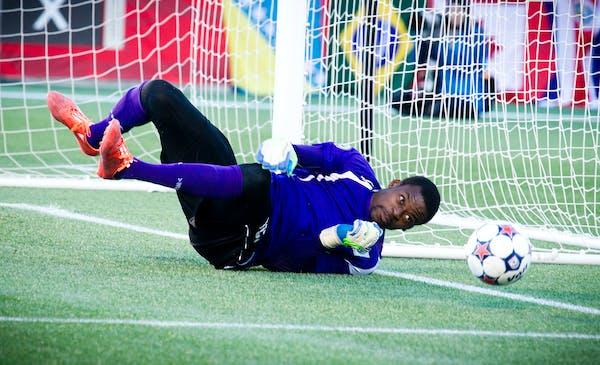 Minnesota United goalkeeper Sammy Ndjock