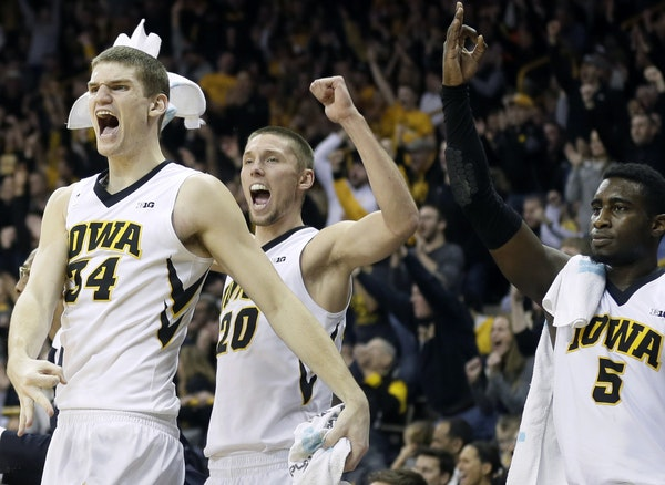 Iowa's Adam Woodbury (34), Jarrod Uthoff (20) and Anthony Clemmons, right, reacted on the bench during the second half of the Hawkeyes' 83-71 victory