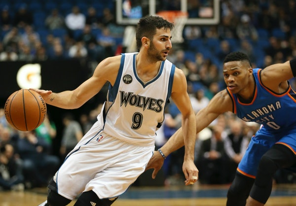 Timberwolves guard Ricky Rubio (9) drove past Oklahoma City Thunder guard Russell Westbrook (0) in the first quarter.