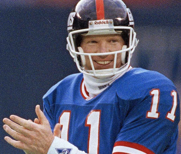 New York Giants quarterback Phil Simms (11), applauds after the Giants made a crucial first down in the fourth quarter against the Houston Oilers at G