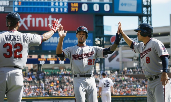 The Twins' Byron Buxton was congratulated by Aaron Hicks (32) and Kurt Suzuki after scoring in the second inning of a Sept. 27, 2015 game against the